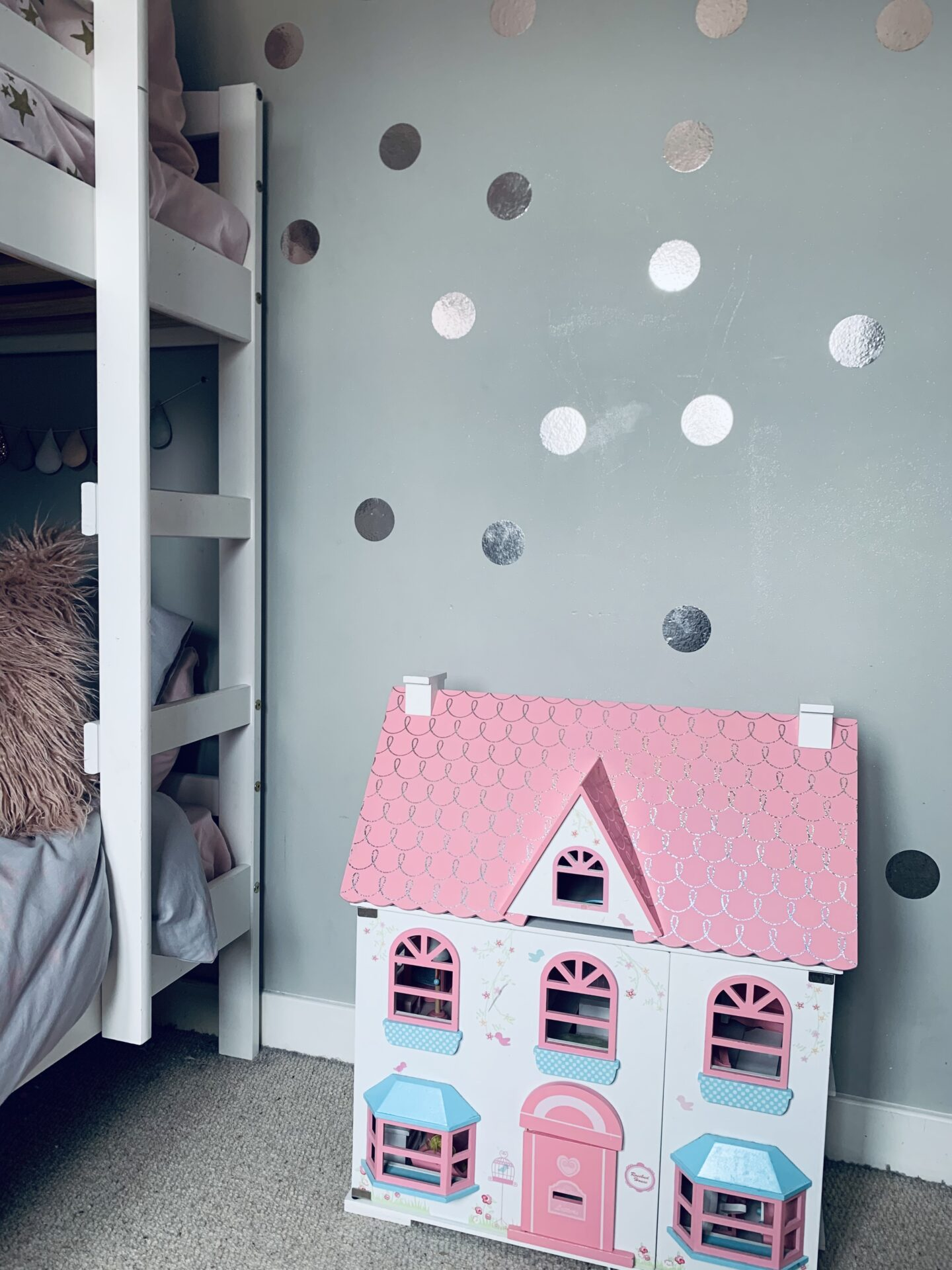 Sharing a bedroom tips and tricks (particularly if you have a large age gap)